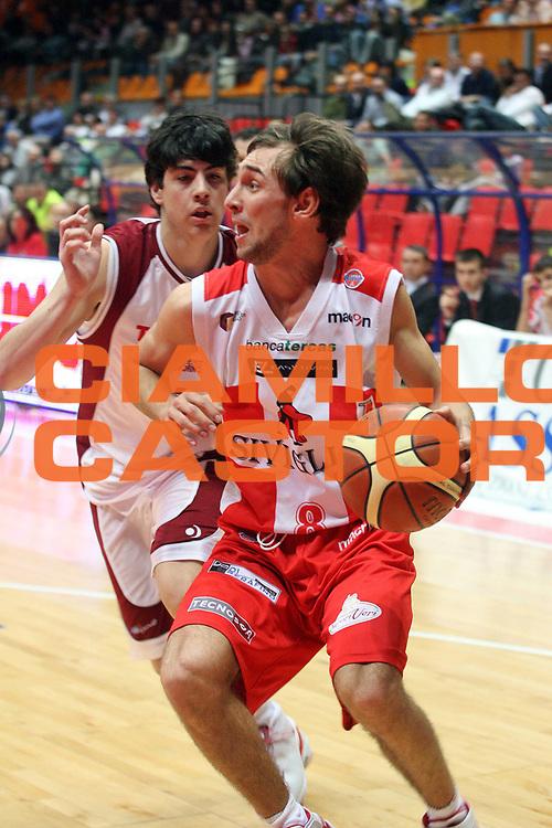 DESCRIZIONE : Livorno Lega A1 2006-07 TDShop.it Livorno Siviglia Wear Teramo <br /> GIOCATORE : Poeta<br /> SQUADRA : Siviglia Wear Teramo<br /> EVENTO : Campionato Lega A1 2006-2007<br /> GARA : TDShop.it Livorno Siviglia Wear Teramo <br /> DATA : 07/04/2007<br /> CATEGORIA : Tiro<br /> SPORT : Pallacanestro<br /> AUTORE : Agenzia Ciamillo-Castoria/S.D'Errico<br /> Galleria : Lega Basket A1 2006-2007<br /> Fotonotizia : Livorno Campionato Italiano Lega A1 2006-2007 TDShop Livorno Siviglia Wear Teramo<br /> Predefinita :