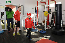 Bristol City's Wade Elliott shows Connor the players' gym - Photo mandatory by-line: Dougie Allward/JMP - Mobile: 07966 386802 - 01/04/2015 - SPORT - Football - Bristol - Bristol City Training Ground - HR Owen and SAM FM - Live like a footballer for a day
