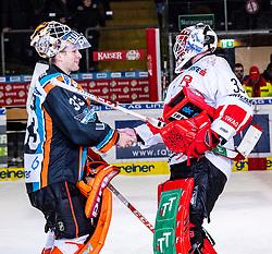 10.01.2020, Keine Sorgen Eisarena, Linz, AUT, EBEL, EHC Liwest Black Wings Linz vs HC TWK Innsbruck Die Haie, 38. Runde, im Bild v.l. Tormann Jeff Glass (EHC Liwest Black Wings Linz), Tormann Scott James Darling (HC TWK Innsbruck Die Haie) // during the Erste Bank Eishockey League 38th round match between EHC Liwest Black Wings Linz and HC TWK Innsbruck Die Haie at the Keine Sorgen Eisarena in Linz, Austria on 2020/01/10. EXPA Pictures © 2020, PhotoCredit: EXPA/ Reinhard Eisenbauer