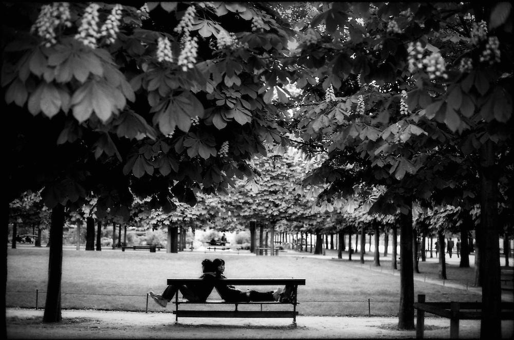AMBIGUITIES OF PARIS <br /> Paris - France 2008<br /> (Copyright &copy; Aaron Sosa)