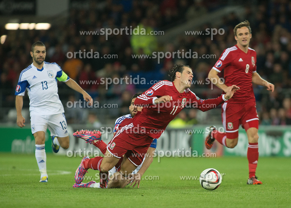 13.10.2014, City Stadium, Cardiff, WAL, UEFA Euro Qualifikation, Wales vs Zypern, Gruppe B, im Bild Wales' Gareth Bale in action against Cyprus // 15054000 during the UEFA EURO 2016 Qualifier group B match between Wales and Cyprus at the City Stadium in Cardiff, Wales on 2014/10/13. EXPA Pictures &copy; 2014, PhotoCredit: EXPA/ Propagandaphoto/ Ian Cook<br /> <br /> *****ATTENTION - OUT of ENG, GBR*****