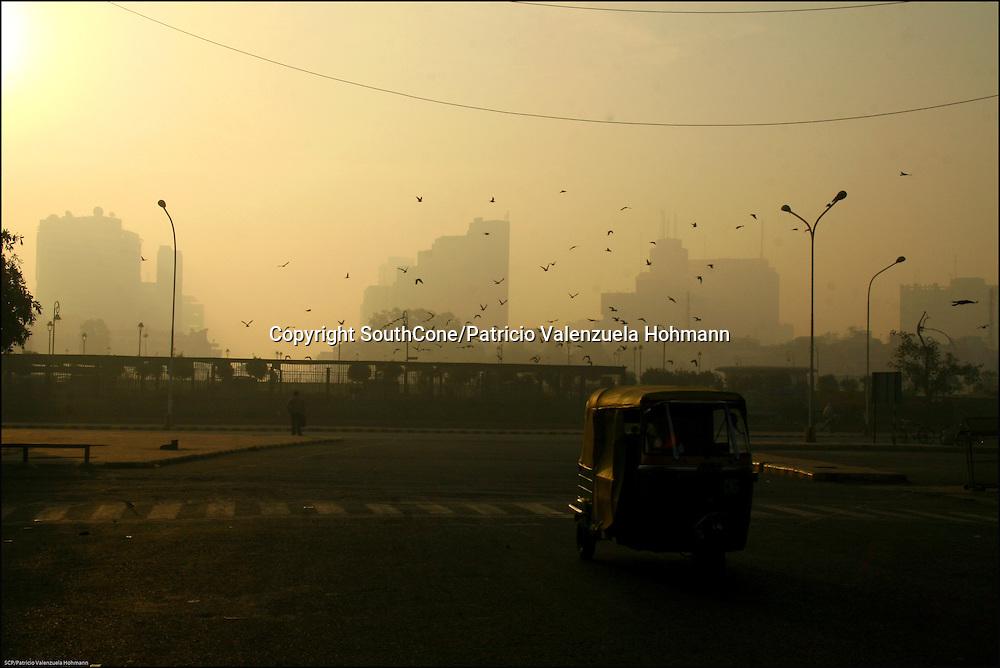 Very close to Delhi's train station is Pahar ganj or main bazaar, a commercial neighborhood where movement never stops.