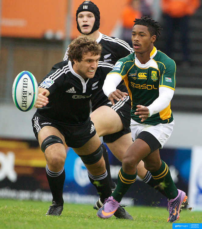 Branco Du Preez, South Africa, in action during the New Zealand V South Africa semi final match at Estadio El Coloso del Parque, Rosario, Argentina, during the IRB Junior World Championships. 17th June 2010. Photo Tim Clayton....