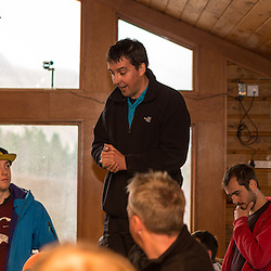 Andy Meldrum makes the announcement to the competitors that the competition is delayed (c) ROSS EAGLESHAM | SportPix.eu