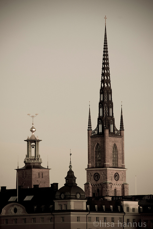 Located on Riddarholmen (The Knights' Islet), Riddarholmskyrkan (Riddarholm Church), on the right,  has been the royal burial church since the 16th century and is where a number of Swedish monarchs lie buried. Completed in 1923, Stockholms Stadshuset (City Hall), on the left, stands on the southern tip of Kungholmen island and is the building of the Municipal Council for the City of Stockholm. It is also the location of the Nobel Prize banquet as well as being one of Stockholm's major tourist attractions.