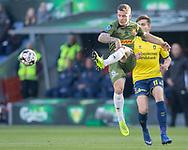 FODBOLD: Karlo Bartolec (FC Nordsjælland) sparker væk fran Mikael Uhre (Brøndby IF) under kampen i Superligaen mellem Brøndby IF og FC Nordsjælland den 13. maj 2019 på Brøndby Stadion. Foto: Claus Birch.