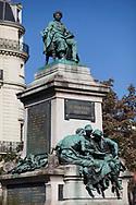 monument à Alexandre Dumas réalisé par Gustave Doré, place du général Catroux