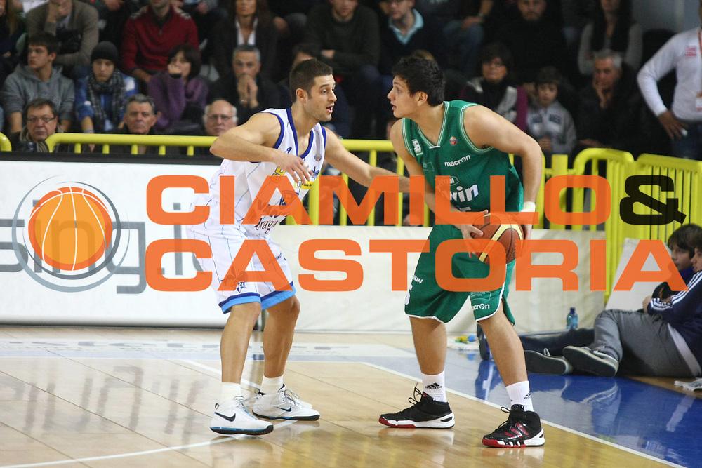 DESCRIZIONE : Cremona Lega A 2010-2011 Vanoli Braga Cremona Benetton Treviso<br />GIOCATORE : Alessandro Gentile<br />SQUADRA : Benetton Treviso<br />EVENTO : Campionato Lega A 2010-2011<br />GARA : Vanoli Braga Cremona Benetton Treviso<br />DATA : 02/01/2011<br />CATEGORIA : Palleggio<br />SPORT : Pallacanestro<br />AUTORE : Agenzia Ciamillo-Castoria/F.Zovadelli<br />GALLERIA : Lega Basket A 2010-2011<br />FOTONOTIZIA : Cremona Campionato Italiano Lega A 2010-11 Vanoli Braga Cremona Benetton Treviso<br />PREDEFINITA :