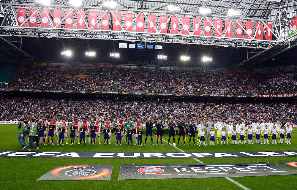 17-09-2015 NED: UEFA Europa League AFC Ajax - Celtic FC, Amsterdam<br /> Ajax heeft in zijn eerste duel in de Europa League thuis moeizaam met 2-2 gelijkgespeeld tegen Celtic / Line up Ajax en Celtic