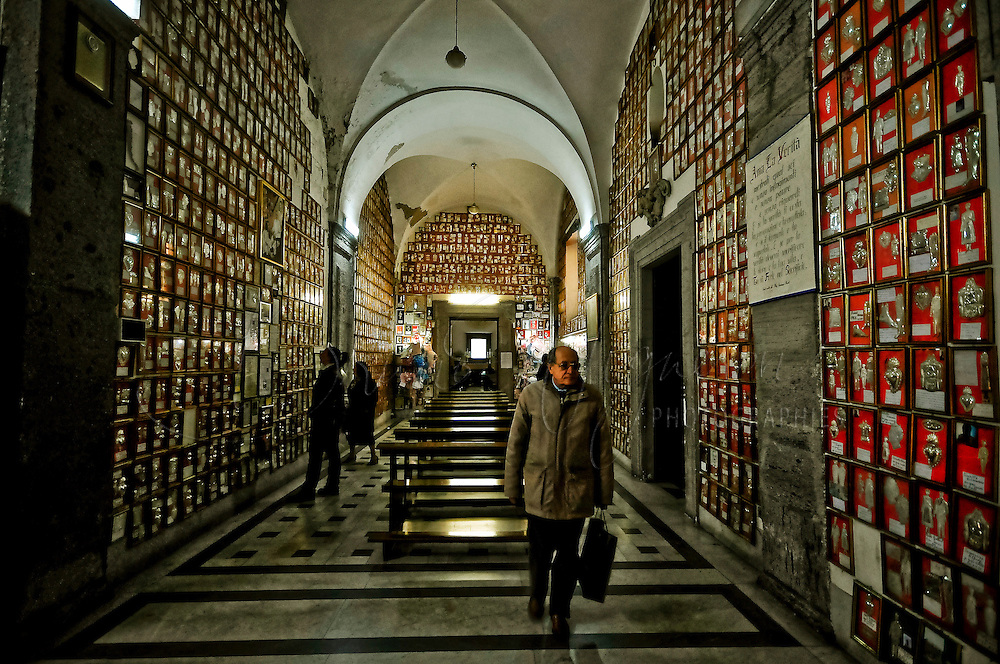 Ex Voto Gallery, Ges&ugrave; Nuovo's church, Naples, Italy<br /> It is certainly the most important church built by Jesuits in Naples<br /> <br /> La galerie des Ex-Voto de l'eglise Ges&ugrave; Nuovo &agrave; Naple.<br /> Il s'agit certainement de l'&eacute;glise la plus importante construite par les j&eacute;suites &agrave; Naples