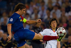 ROME, ITALY - Tuesday, May 26, 2009: Manchester United's Ji-Sung Park and Barcelona's Carles Puyol during the UEFA Champions League Final at the Stadio Olimpico. (Pic by Carlo Baroncini/Propaganda)