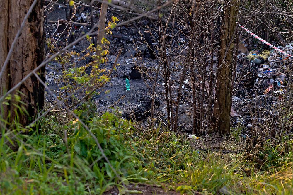 Roma, 9 Aprile  2015<br /> Incendio in un campo rom a via del Cappellaccio alla Magliana, fra i resti di una baracca andata a fuoco &egrave; stato trovato il corpo carbonizzato di un romeno di 27 anni. La polizia scientifica non esclude l'incendio doloso. Nella foto: Il corpo carbonizzato (C)<br /> Rome, April 9, 2015<br /> Fire in a Roma camp in via the Cappellaccio to Magliana, among the remains of a hut burned down was found the charred body of a Romanian of 27 years. The police scientific does not exclude arson. Pictured: The charred body (C)