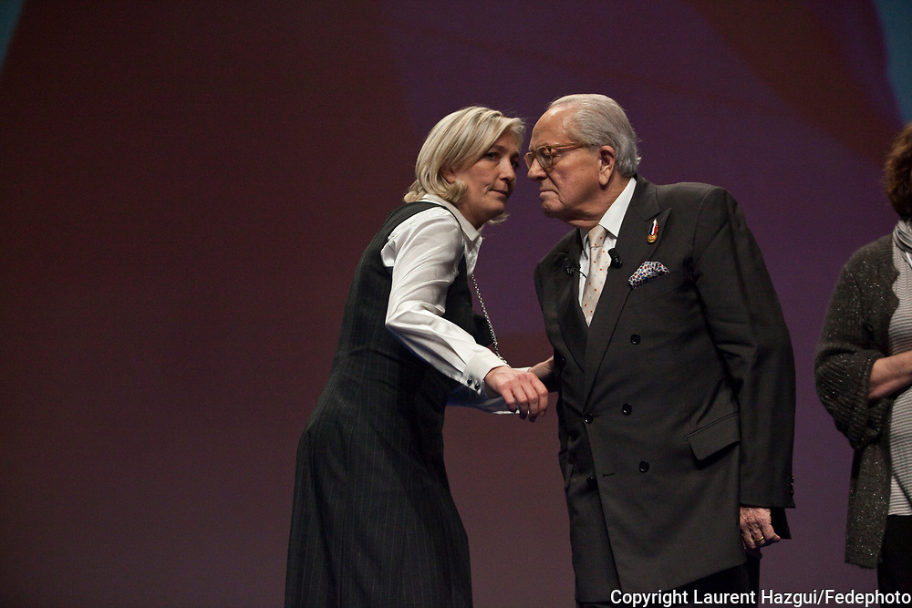 15 et 16 janvier 2011. Tours. Congrès du Front National. Dernier moments de Jean-Marie Le Pen comme président du FN et investiture de Marine Le Pen à la tête du parti.
