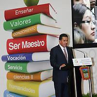 """Toluca, Mex.- Roberto Espiridion Sanchez Pompa, dirigente del SMSEM durante la entrega del reconocimiento """"Ser Maestros 2011"""" a profesores destacados. Agencia MVT / José Hernández. (DIGITAL)<br /> <br /> NO ARCHIVAR - NO ARCHIVE"""