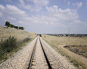 Un tratto della ferrovia che attraversa la Murgia barese. Bari, 11 agosto 2013. Christian Mantuano / OneShot