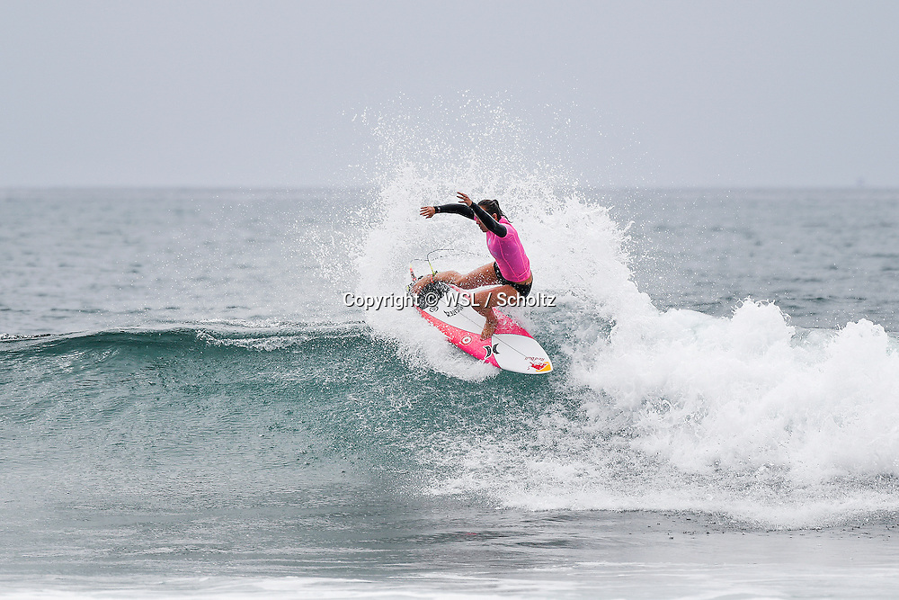 Carissa Moore winning Heat 5 of Round One of the Swatch Women's Pro.