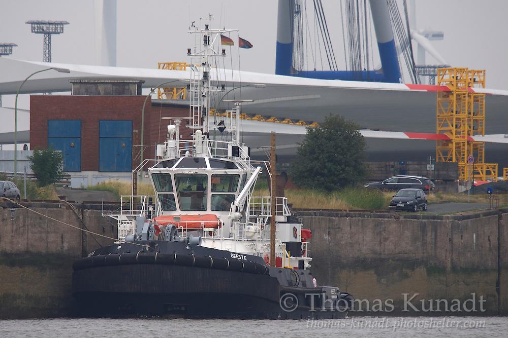Schlepper GEESTE vertäut in Bremerhaven am 30.08.2013.