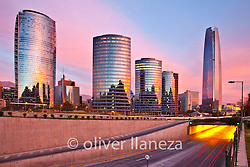FOT&Oacute;GRAFO: Oliver Llaneza ///<br /> <br /> Skyline Santiago para Delta Sky Magazin