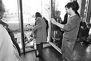 Nederland, Nijmegen, 1991Bezetting van het bestuursgebouw van de KUN, RU . Studentenactie, studentenprotest, in de jaren 80 en begin 90 .Demonstratie van studenten tegen de wet op de studiefinanciering en hervormingen in het wetenschappelijk onderwijsdoor minister Deetman. Die kreeg te maken met grote demonstraties van studenten na de verhoging van de collegegelden en het verkorten van de studieduur.Foto: Flip Franssen