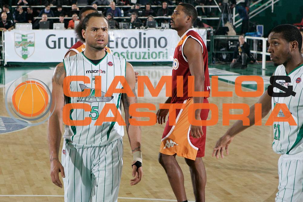 DESCRIZIONE : Avellino Lega A 2009-10 Air Avellino Lottomatica Roma<br /> GIOCATORE : Chevon Troutman<br /> SQUADRA : Air Avellino<br /> EVENTO : Campionato Lega A 2009-2010 <br /> GARA : Air Avellino Lottomatica Roma<br /> DATA : 14/02/2010<br /> CATEGORIA : ritratto <br /> SPORT : Pallacanestro <br /> AUTORE : Agenzia Ciamillo-Castoria/A.De Lise<br /> Galleria : Lega Basket A 2009-2010 <br /> Fotonotizia : Avellino Campionato Italiano Lega A 2009-2010 Air Avellino Lottomatica Roma<br /> Predefinita :