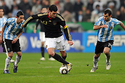 03.03.2010, Allianz Arena Muenchen, Muenchen, GER,  Laenderspiel Deutschland ( GER ) - Argentinien ( ARG ) 0 - 1. Im Bild Angel di Maria ( ARG #07 ) - Michael Ballack ( GER / Chelsea #13 ) - Javier Mascherano ( ARG #14 ). EXPA Pictures © 2010, PhotoCredit: EXPA/ nph/  Kurth / for Slovenia SPORTIDA PHOTO AGENCY.