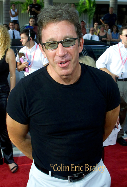 """Actor Tim Allen jokes with the media August 21, 2000 as he attends the premiere of the Movie """"The Crew"""" on Miami Beach. The movie, which was filmed on Miami Beach,  stars Burt Reynolds, Richard Dreyfuss, Dan Hedaya and Seymour Cassel. REUTERS/Colin Braley"""