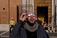 Roma 20 Marzo 2015<br /> Eclissi solare parziale al quartiere San Lorenzo. La gente si riunita questa mattina in Piazza Immacolata, per osservare  l'eclissi solare parziale. Un uomo guarda l'eclissi solare parziale  attraverso gli occhiali da sole speciali di protezione<br /> <br /> Rome March 20, 2015<br /> Partial solar eclipse. People gather this morning in Piazza Immacolata, District San Lorenzo, to get a rare glimpse of the solar eclipse. A man  watch the partial solar eclipse, through special protective sunglasses.<br /> .