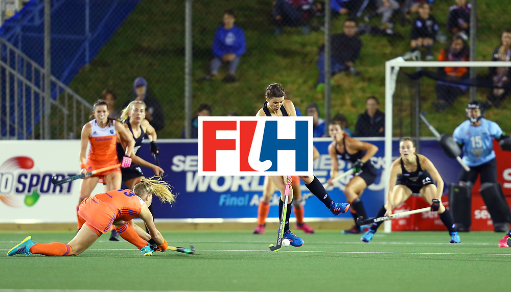New Zealand, Auckland - 17/11/17  <br /> Sentinel Homes Women&rsquo;s Hockey World League Final<br /> Harbour Hockey Stadium<br /> Copyrigth: Worldsportpics, Rodrigo Jaramillo<br /> Match ID: 10292 - NED vs NZL<br /> Photo: (13) van MAASAKKER Caia shoot against (16) THOMPSON Liz