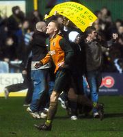 Photo: Alan Crowhurst/Sportsbeat Images.<br />Horsham v Swansea City. The FA Cup. 30/11/2007. Horsham's fans celebrate a draw.