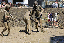 THEMENBILD - Frauen spielen am 1. August 2015 Fussball beim traditionellen Schlammfussball Tournier in Gradiste. Kroatien. // Womens play Soccer at traditional mud football tournament in Gradiste. Croatia on August 1, 2015. EXPA Pictures © 2015, PhotoCredit: EXPA/ Pixsell/ Marko Mrkonjic<br /> <br /> *****ATTENTION - for AUT, SLO, SUI, SWE, ITA, FRA only*****