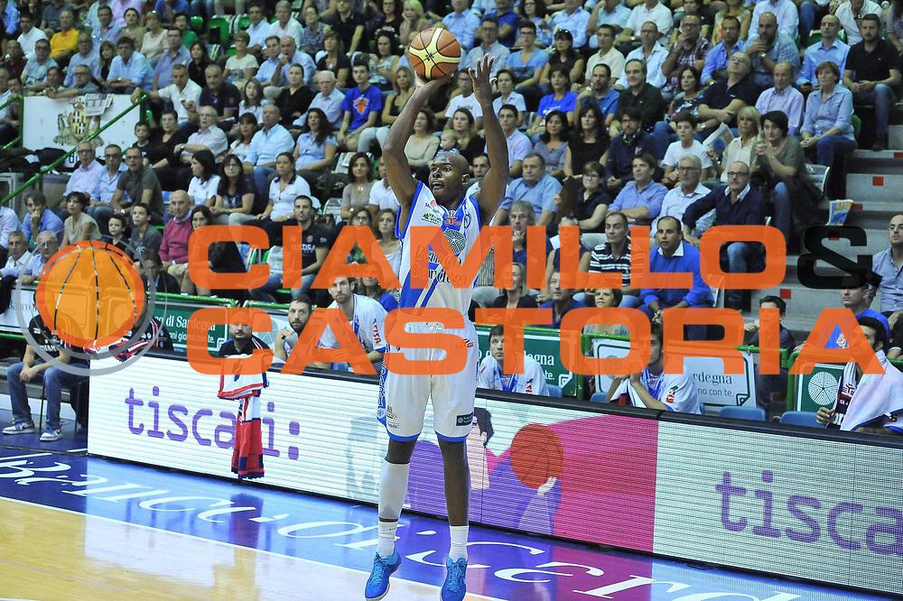 DESCRIZIONE : Campionato 2013/14 Dinamo Banco di Sardegna Sassari - Pallacanestro Cant&ugrave;<br /> GIOCATORE : Caleb Green<br /> CATEGORIA : Tiro<br /> SQUADRA : Dinamo Banco di Sardegna Sassari<br /> EVENTO : LegaBasket Serie A Beko 2013/2014<br /> GARA : Dinamo Banco di Sardegna Sassari - Pallacanestro Cant&ugrave;<br /> DATA : 20/10/2013<br /> SPORT : Pallacanestro <br /> AUTORE : Agenzia Ciamillo-Castoria / Luigi Canu<br /> Galleria : LegaBasket Serie A Beko 2013/2014<br /> Fotonotizia : Campionato 2013/14 Dinamo Banco di Sardegna Sassari - Pallacanestro Cant&ugrave;<br /> Predefinita :