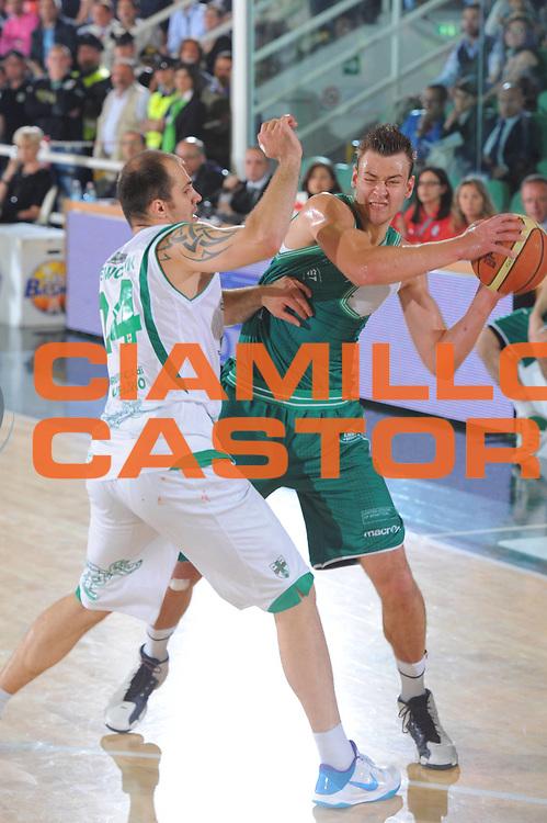 DESCRIZIONE : Treviso Lega A 2010-11 Quarti di finale Play off Gara 2 Air Avellino Benetton Treviso <br /> GIOCATORE : Donatas Motiejunas<br /> SQUADRA : Air Avellino Benetton Treviso<br /> EVENTO : Campionato Lega A 2010-2011<br /> GARA : Air Avellino Benetton Treviso<br /> DATA : 21/05/2011<br /> CATEGORIA : Passaggio<br /> SPORT : Pallacanestro<br /> AUTORE : Agenzia Ciamillo-Castoria/GiulioCiamillo<br /> Galleria : Lega Basket A 2010-2011<br /> Fotonotizia : Treviso Lega A 2010-11 Quarti di finale Play off Gara 2 Air AvellinovBenetton Treviso<br /> Predefinita :