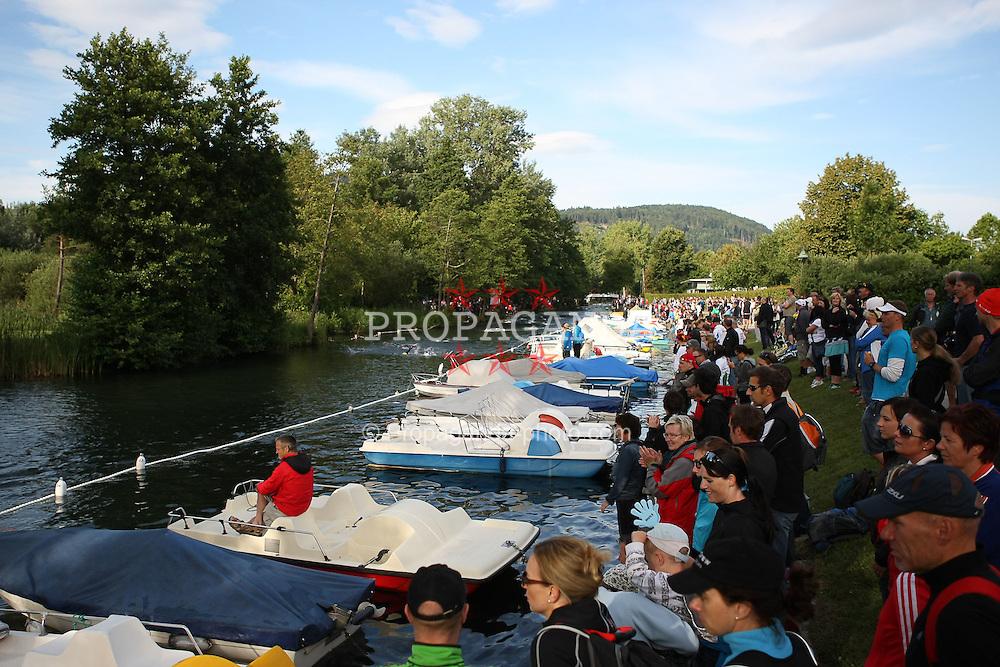 03.07.2011, Ironman Austria, Klagenfurt, Kaernten, im Bild Fans, EXPA Pictures © 2011, PhotoCredit: EXPA/ M. Kuhnke