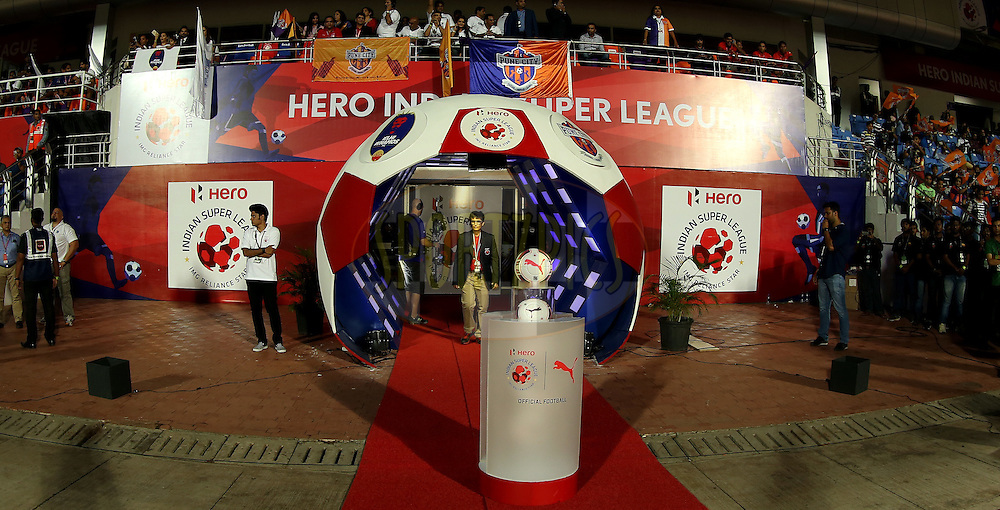 Players tunnel during match 33 of the Indian Super League (ISL) season 2  between FC Pune City and FC Goa held at the Shree Shiv Chhatrapati Sports Complex Stadium, Pune, India on the 8th November 2015.<br /> <br /> Photo by Sandeep Shetty / ISL/ SPORTZPICS