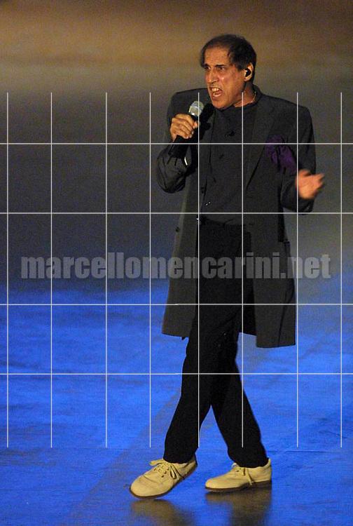 """Milan, May 4, 2001. Italian pop singer Adriano Celentano on the set of his tv program """"125 Milioni di Cazzate"""" / Milano, 4 maggio 2001. Il cantante Adriano Celentano sul set del suo programma televisivo """"125 milioni di cazzate"""" -  © Marcello Mencarini"""