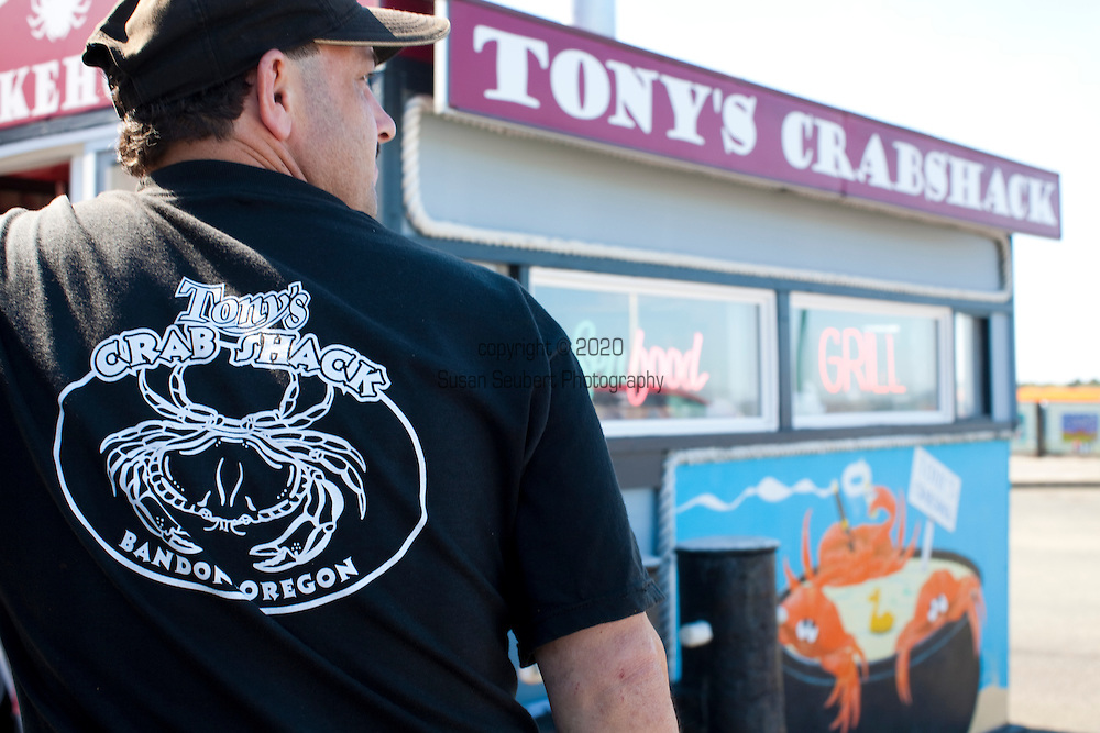Tony's Crab Shack that features fresh Dungeness Crab among other seafood specialties.