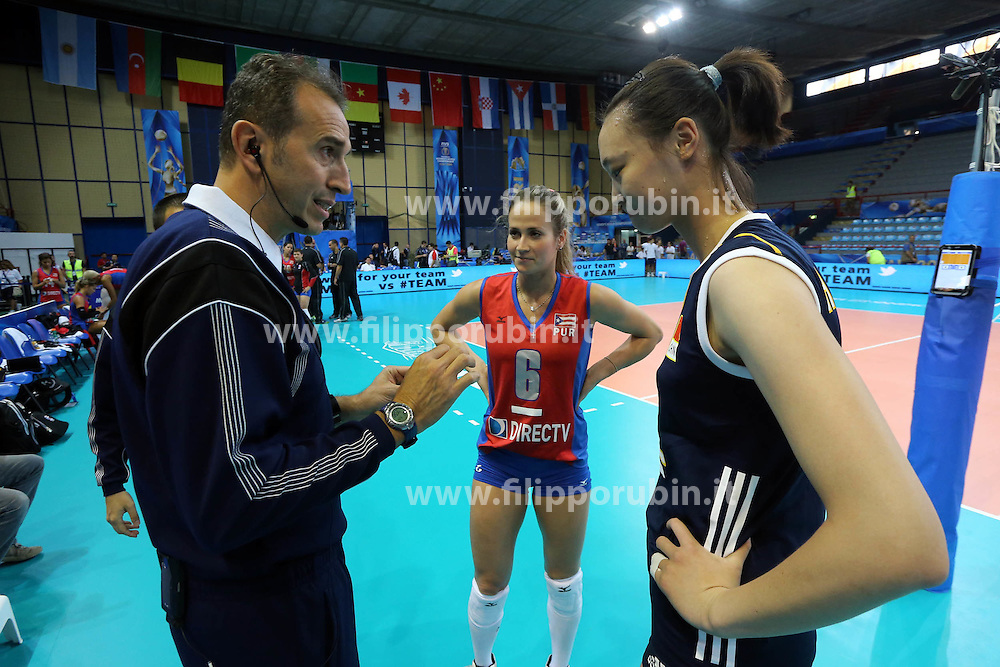 China Hui Ruoqi and Puerto Rico Rosa Yarimar with italian referee Fabrizio Pasquali