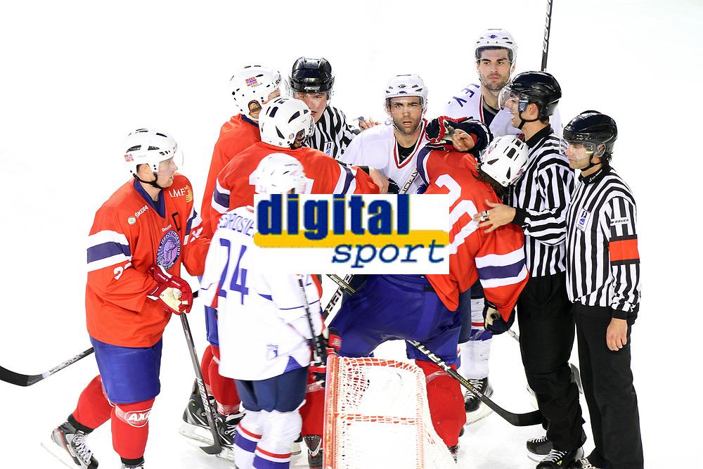 Ishockey<br /> Frankrike v Norge<br /> Foto: Dppi/Digitalsport<br /> NORWAY ONLY<br /> <br /> ICE HOCKEY - FRIENDLY GAME - FRANCE V NORWAY - LYON (FRA) - 11/11/2011<br /> <br /> AURENT MEUNIER   (FRA) AND HENRIK ØDEGAARD  (NOR)