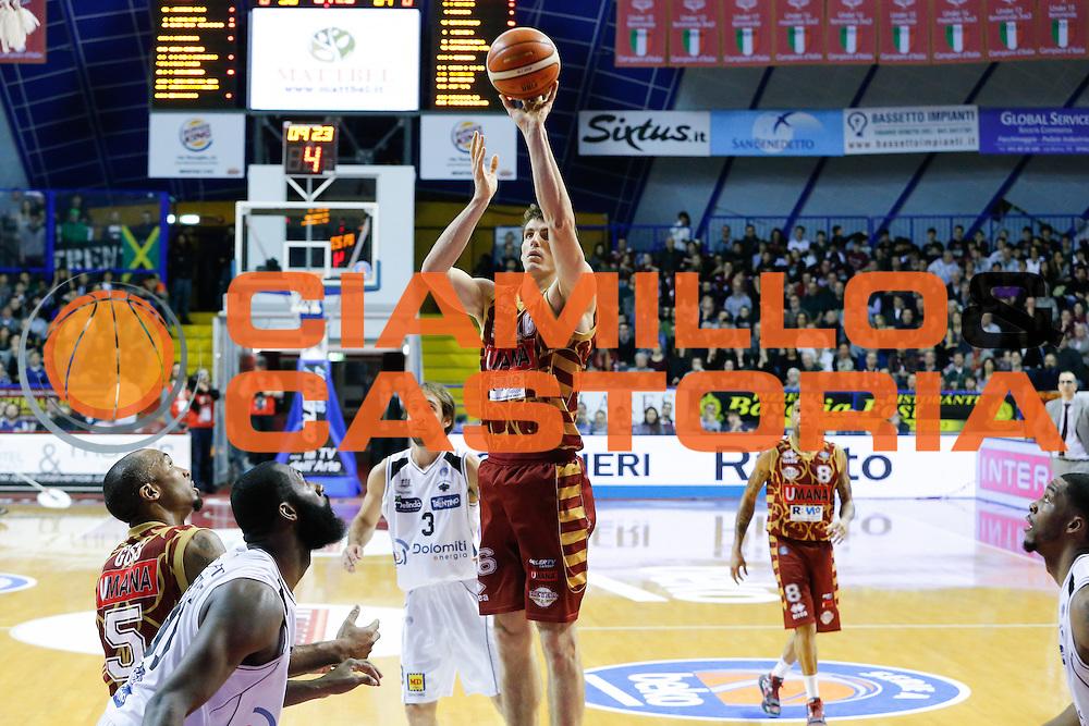 DESCRIZIONE : Venezia Lega A 2015-16 Umana Reyer Venezia Dolomiti Energia Trentino<br /> GIOCATORE : Benjamin Ortner<br /> CATEGORIA : Tiro<br /> SQUADRA : Umana Reyer Venezia Dolomiti Energia Trentino<br /> EVENTO : Campionato Lega A 2015-2016<br /> GARA : Umana Reyer Venezia Dolomiti Energia Trentino<br /> DATA : 28/12/2015<br /> SPORT : Pallacanestro <br /> AUTORE : Agenzia Ciamillo-Castoria/G. Contessa<br /> Galleria : Lega Basket A 2015-2016 <br /> Fotonotizia : Venezia Lega A 2015-16 Umana Reyer Venezia Dolomiti Energia Trentino
