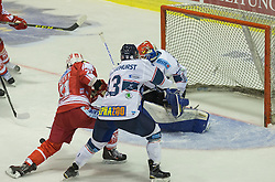 11.09.2015, Stadthalle, Klagenfurt, AUT, EBEL, EC KAC vs Fehervar AV 19, im Bild Manuel Geier (EC KAC, #21), Aaron Brocklehurst (Fehervar AV 19, #13), Miklos Rajna (Fehervar AV 19, #31) // during the Erste Bank Eishockey League match betweeen EC KAC and Fehervar AV 19 at the City Hall in Klagenfurt, Austria on 2015/09/10. EXPA Pictures © 2015, PhotoCredit: EXPA/ Gert Steinthaler
