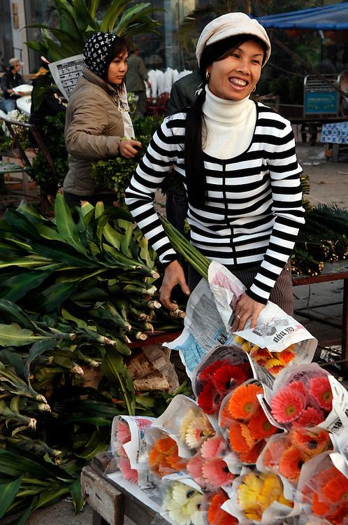 Hanoi: Flower sellers at the Flower Market