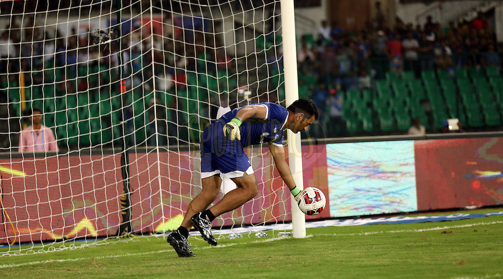 MS Dhoni co owner of Chennaiyin FC during the penealty shootout of the  match 15 of the Hero Indian Super League between Chennaiyin FC and Mumbai City FC held at the Jawaharlal Nehru Stadium, Chennai, India on the 28th October 2014.<br /> <br /> Photo by:  Sandeep Shetty/ ISL/ SPORTZPICS