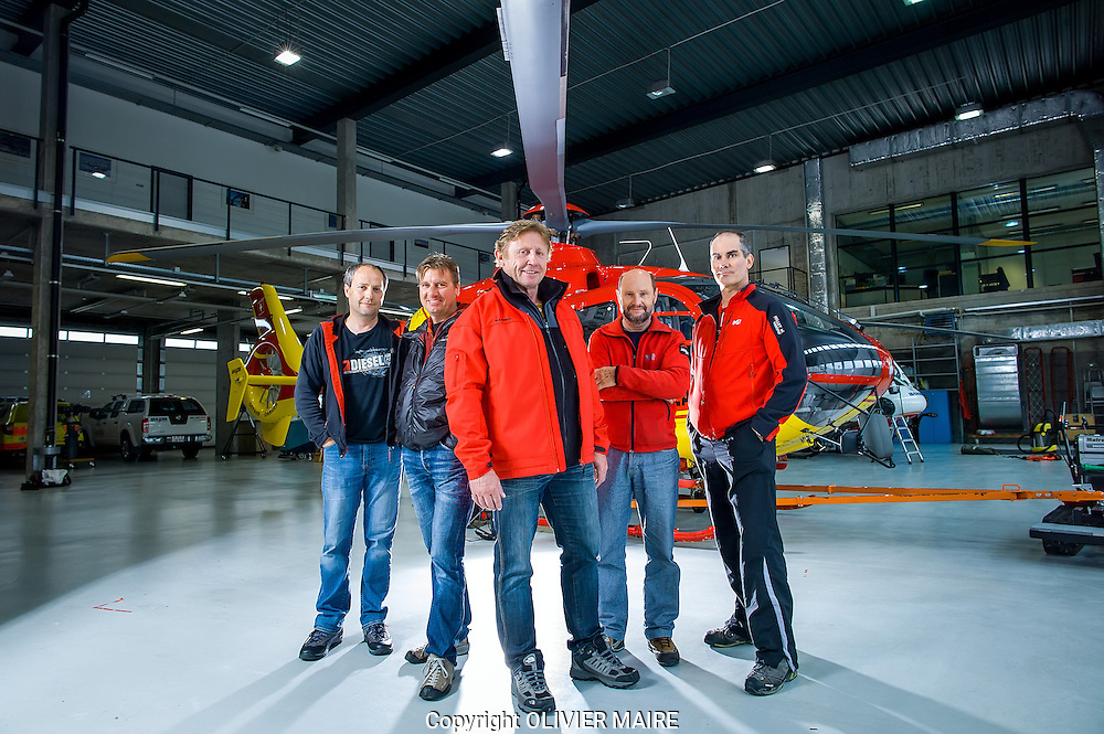 Serges Delétroz, Pierrot Luyet, Jean Louis Locher, Gilbert Fournier et  Bertrand Raetz,  dans les hangars de la compagnie Air Glaciers le 1 mai 2015 a Sion (PHOTO-GENIC.CH/ OLIVIER MAIRE)