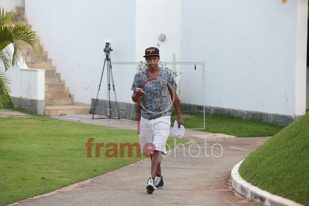 Fabrício sai da academia da Toca da Raposa, em Belo Horizonte, durante a reapresentação da equipe do Cruzeiro nesta quarta-feira. Foto: Erwin Oliveira/FramePhoto