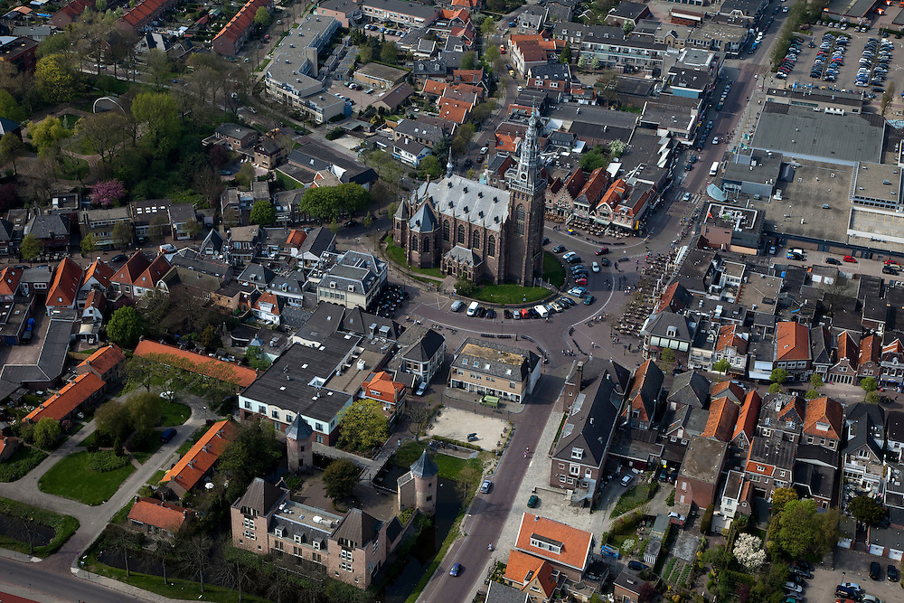 Nederland, Noord-Holland, Schagen, 28-04-2010; Westfriese stad, met aan de Markt.de Grote Kerk en het Slot Schagen (herbouwd, met authentieke torens).West Frisian city, with the Great Church and the Schagen castle (rebuilt, with original towers)..luchtfoto (toeslag), aerial photo (additional fee required).foto/photo Siebe Swart