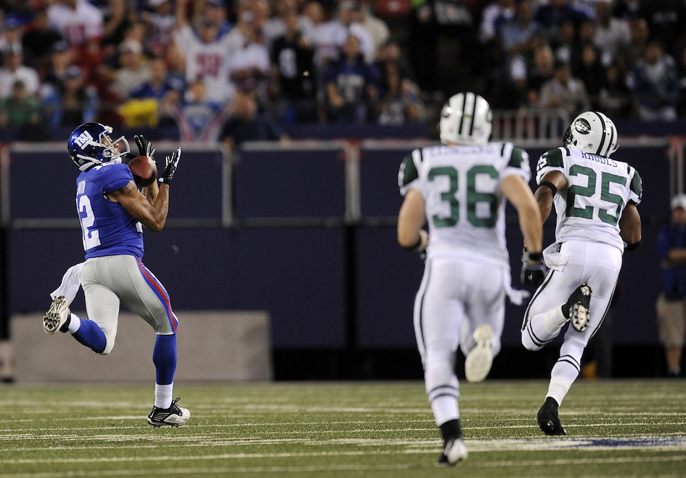 EAST RUTHERFORD, NJ - AUGUST 29: Steve Smith #12 of the New York Giants catches the pass against the New York Jets in a preseason game at Giants Stadium on August 29, 2009 in East Rutherford, New Jersey. The New York Jets beat the New York Giants 27-25. (Photo by Rob Tringali) *** Local Caption *** Steve Smith