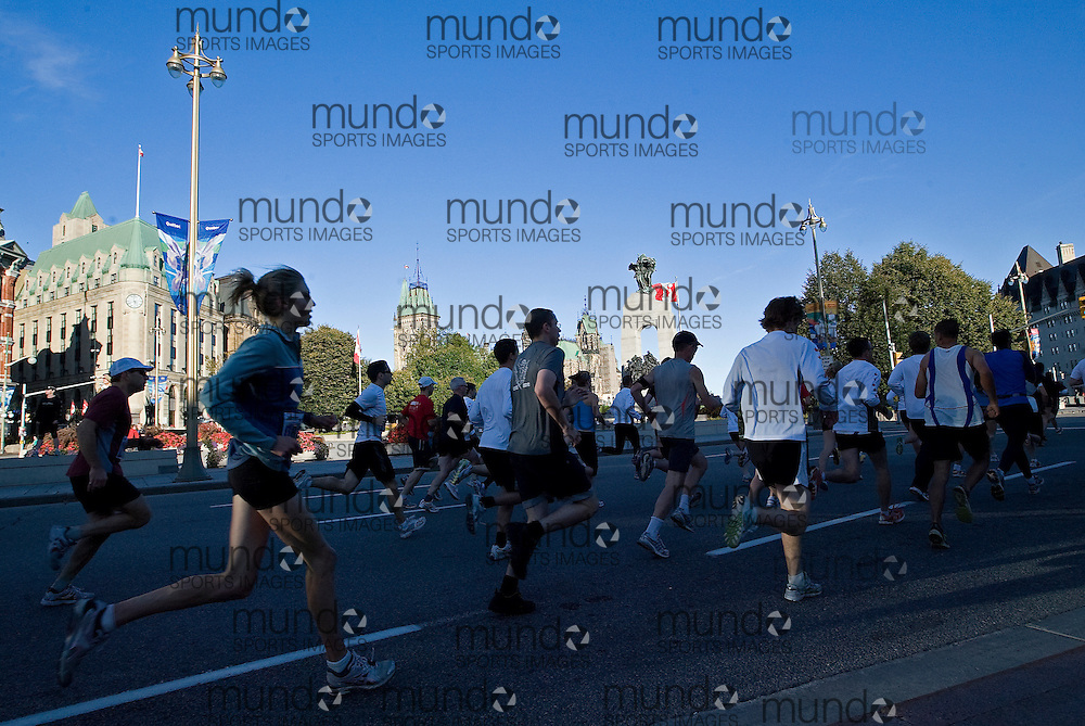 "(Ottawa, Ontario -- 20 Sep 2009) Competitors in the Army Run 5 km race run past the Cenotaph War Memorial and the Parliament Buildings at the start of the race in Ottawa. [Photo credit should read ""Sean Burges / Mundo Sport Images""]"