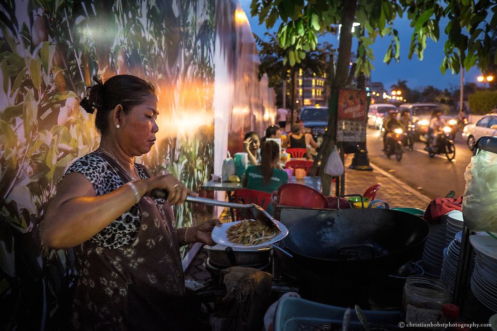 One might find stands like these ones here at the Sisowath dock, the nightlife district on the coast of Tonle Sap, everywhere in Phnom Penh.