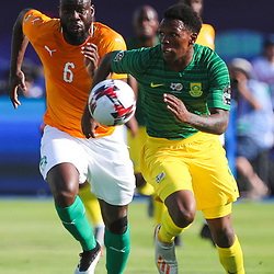 24 June 2019, Egypt, Cairo: Ivory coast's Ismael Traore and South Africa's Lebo Mothiba in action during the 2019 Africa Cup of Nations Group D soccer match between South Africa and Ivory coast at Al-Salam Stadium. <br /> Photo : PictureAlliance / Icon Sport