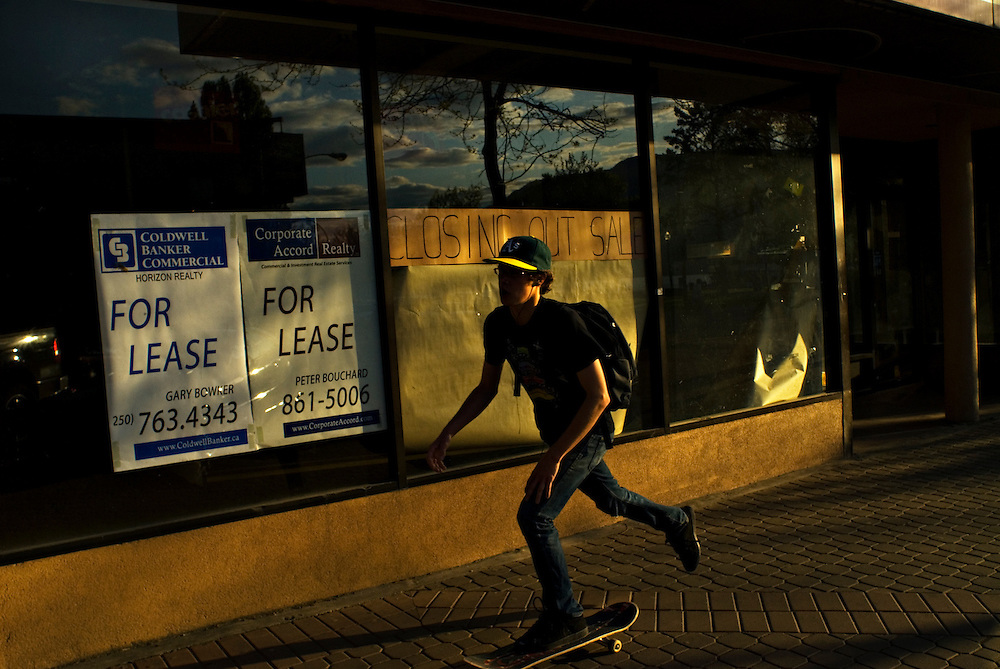 KELOWNA, BC - 21/05/09 -  A youth skateboards past a closed storefront in Kelowna.  Photo by Daniel Hayduk